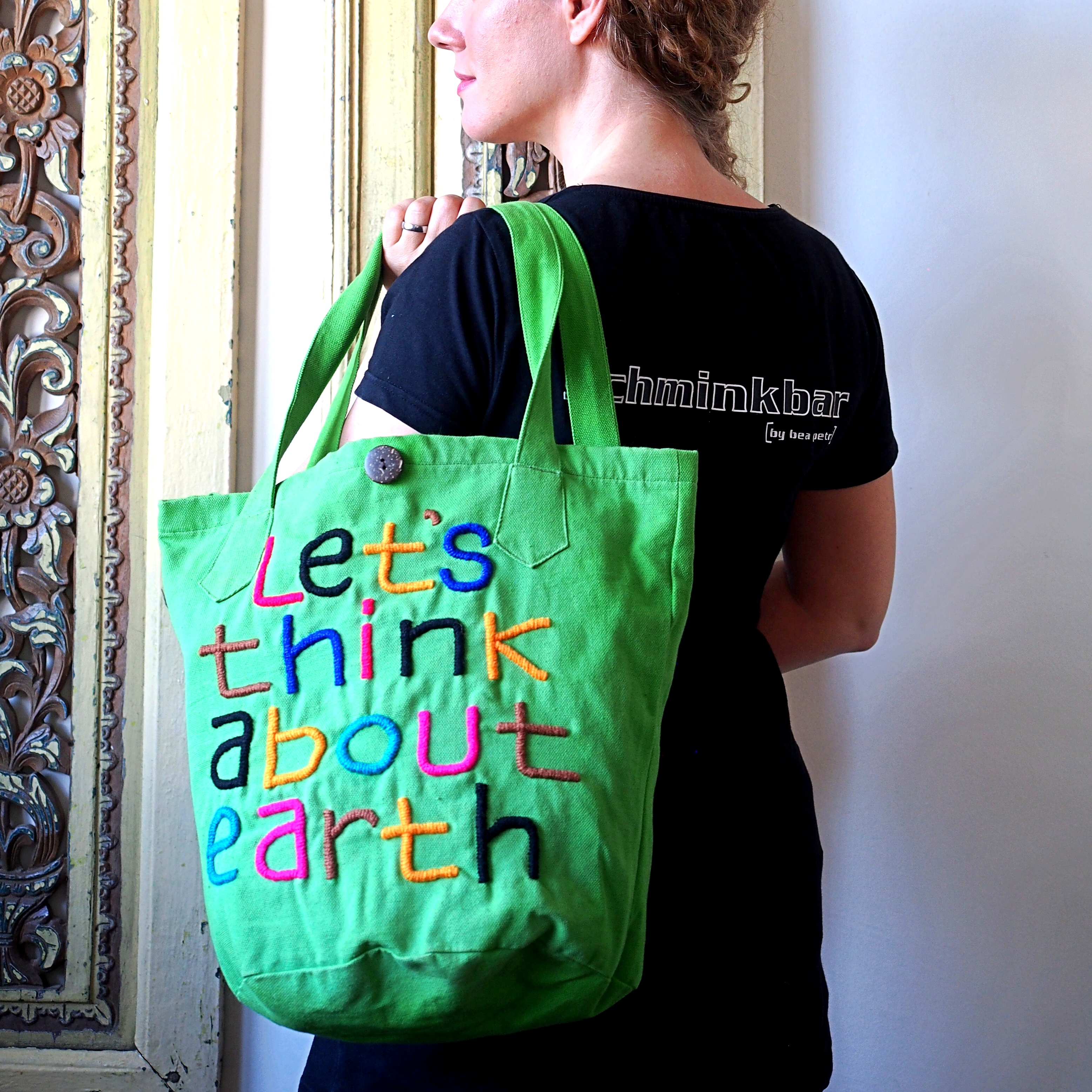 Tasche Let`s think about Earth grün